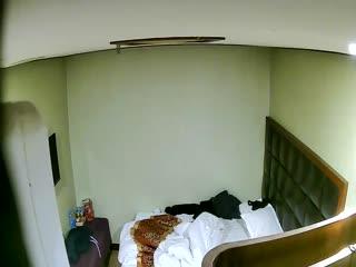 小旅馆偷拍小伙和单位已婚少妇开房偷情准备开干女友[国产自拍]