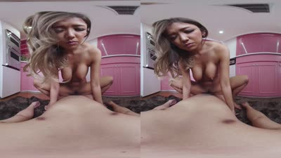【AVVR-00224】 【VR】裸围裙的爱情中出海报剧照