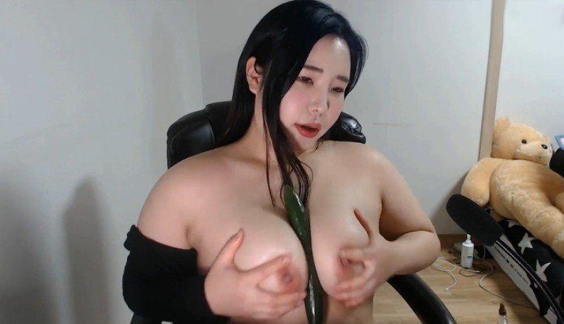 [韩国] 浪玩大奶是我开台的最佳武器~海报剧照