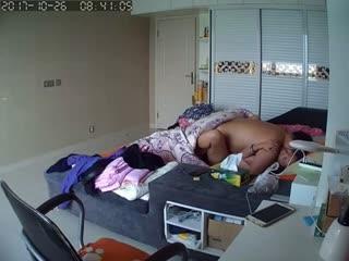 家庭摄像头偷窥胖男早上和媳妇来一炮干完卫生纸包住鸡巴去上班海报剧照