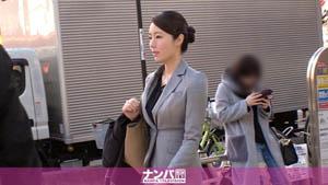 """200GANA-2264 捡到开路的西装美女!一个""""超级固体""""类型的女人完全改变并变成一个""""超级淫荡"""" 》 性欲怪物? Ayami 23 岁化妆品销售"""