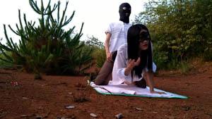 大清早穿着黑色蕾丝裤袜高跟和炮友乡下田间的丛林野战