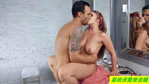身材性感的女佣lena Paul 有一个淫秽的小秘密