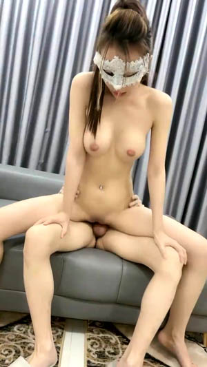 越南约妹新来大长腿西装面罩马尾御姐 好身材腰细胸大 69口交侧入站立后入猛操