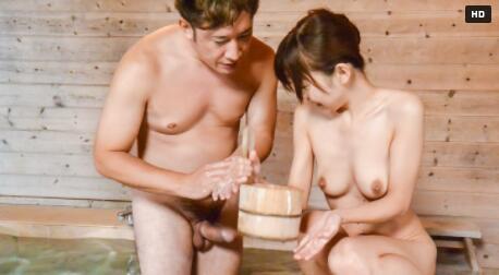 在桑拿浴室与一个美女在加热的Jav 饼